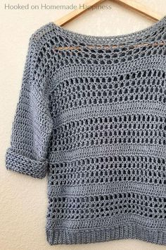 Clothing Simple Crochet Sweater Pattern - Making your own sweaters is easier than you might think! Just start with 2 rectangles and add some sleeves! Clothing Source : Simple Crochet Sweater Pattern - Making Débardeurs Au Crochet, Pull Crochet, Mode Crochet, Crochet Woman, Crochet Shawl, Double Crochet, Crochet Baby, Crochet Tops, Crochet Granny