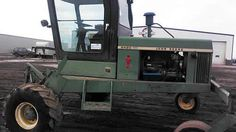 John Deere 2420 hay equipment salvaged for used parts. This unit is available at All States Ag Parts in Salem, SD. Call 877-530-4010 parts. Unit ID#: EQ-25395. The photo depicts the equipment in the condition it arrived at our salvage yard. Parts shown may or may not still be available. http://www.TractorPartsASAP.com