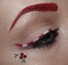 Love this festive liner style. I'll have to say no to the brows, but the liner is adorable. And the holly is a cute touch :)