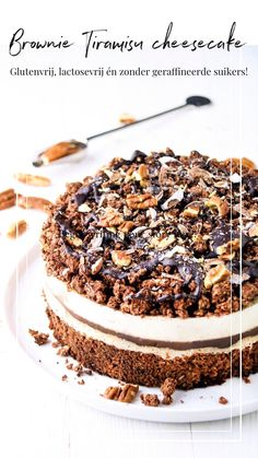Gluten Free Brownie & Tiramisu Cheesecake - This tastemaker steals the show by his appearance alone! Gluten-free, lactose-free and without refi - Tiramisu Cheesecake, Cookie Dough Cheesecake, Cheesecake Desserts, Dessert Recipes, Sans Lactose, Lactose Free, Gluten Free Brownies, Sweet Bakery, Vegan Treats