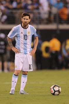 Lionel Messi of Argentina in action during the Argentina Vs Chile Final match of the Copa America Centenario USA 2016 Tournament at MetLife Stadium on June 2016 in East Rutherford, New Jersey. Get premium, high resolution news photos at Getty Images Messi Argentina, Argentina Football Team, Messi Vs, Messi Soccer, Leonel Messi, Messi 2016, Lionel Messi Wallpapers, Copa America Centenario, Lionel Messi Barcelona