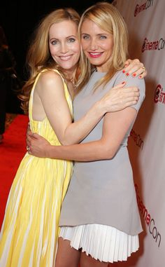 Leslie Mann and Cameron Diaz look fabulous in their light spring fashion!