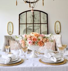 48 Stylish Dining Room Decor Inspiration Ideas For Spring 2020 - There is a common misconception that you have to spend a lot of money on a dining room to make it look good. That is absolutely not true as there are . Dining Room Table Centerpieces, Centerpiece Decorations, Floral Centerpieces, A Table, Floral Arrangements, Dining Table, Porches, Spring Home, Spring Step