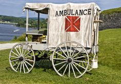 Civil War ambulance Rosanna joins the army as a nurse after John gets injured. American Civil War, American History, Granada, Ho Scale Train Layout, Wagon Trails, School Age Activities, Horse Drawn Wagon, Wooden Wagon, Old Wagons