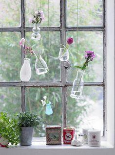 北欧リビング窓の花飾り