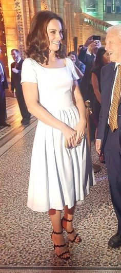 We had a good look at Kate's shorter hairstyle tonight.