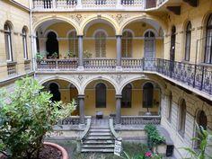 https://www.facebook.com/306015999408932/ author: tér-kép.blogspot  Jahn József által tervezett bérház a Podmaniczky utcából,  Hungary  -  Budapest
