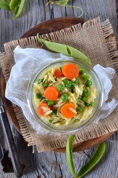 Salade de petit-pois, carottes et pâtes orzo {recette d'accompagnement}