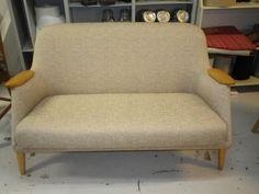50-luvun sohva uusi verhoilu. Sohva Myyty