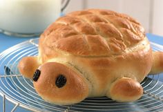 Turtle Bread: Betty Crocker Baking for Today cookbook shares a recipe! Rise to an occasion with a yeast bread that is anything but slow! Kids will love learning to make bread using this fun recipe. Cute Food, Good Food, Yummy Food, Tasty, Turtle Bread Recipe, Animal Bread Recipe, Bread Recipes, Cooking Recipes, Bread Bowls