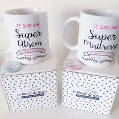 Envie de remercier la maîtresse ou le maître de votre enfant ainsi que son ATSEM.? Voici un duo de mugs personnalisés. Un joli cadeau qui plaira à coup sûr.