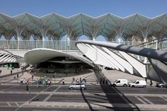 Moderne architectuur op de Oriente Station (Gare do Oriente) in Lissabon, Portugal. Foto genomen op 28 van juni 2010 Stockfoto - 7738716