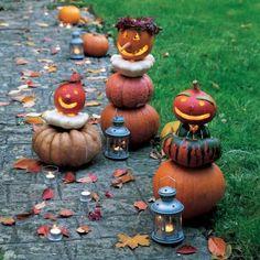 Des bonshommes en citrouilles gravées et empilées pour halloween: ça, ça me plait