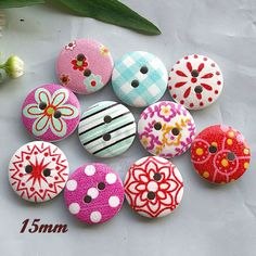 See offer* x 30 wood mixed pattern buttons 15mm