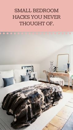Small bedroom hacks you never thought of. Small Apartments, Small Spaces, Home Decor Bedroom, Diy Home Decor, Small Bedroom Hacks, Minimal Bedroom, Space Interiors, Little Houses, Home Decor Accessories