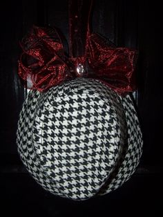 Alabama Crimson Tide Houndstooth Hat Door Hanger by CurlyQsCreation,