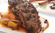 Frikando de cerdo marinado con café y salsa de mango  Deguste la jugosidad, textura y sabor de la pierna de cerdo con arracacha dorada.