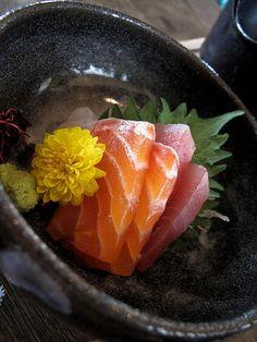 Sashimi flower plate by Josh Liba Sashimi Sushi, Salmon Sashimi, Japanese Dishes, Japanese Food, Bento, Japanese Sashimi, A Food, Food And Drink, Sushi Love
