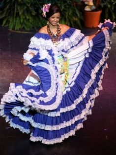 Honduras national costume beautiful colored blue and white dress and pretty necklace and i love how the dress looks Tegucigalpa, Ballet Folklorico, Honduras Travel, Costumes Around The World, Wedding Place Settings, Blue And White Dress, Thinking Day, Pretty Necklaces, We Are The World