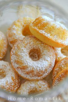 """Today I have a quick """"Sunday sweet"""" for you. - Today I have a quick """"Sunday sweet"""" for you. If you have all the ingredients in the house and also - Easy Donut Recipe, Baked Donut Recipes, Baking Recipes, No Bake Desserts, Just Desserts, Crazy Cakes, Little Cakes, Mini Muffins, Mini Cakes"""