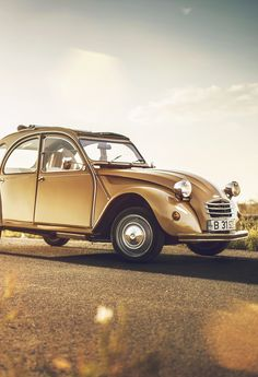 citroen my all-time favourite automobile model Classic Sports Cars, Classic Cars, My Dream Car, Dream Cars, Vintage Cars, Antique Cars, Psa Peugeot Citroen, 2cv6, Train Car