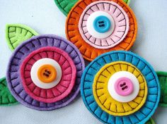 In-The-Hoop Felt-Fabric Flowers Machine Embroidery - Two Sizes and - БИЖУ - Fabric Crafts Felt Crafts, Fabric Crafts, Sewing Crafts, Sewing Projects, Diy Crafts, Craft Projects, Felt Flowers, Fabric Flowers, Button Flowers