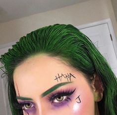 Looking for for ideas for your Halloween make-up? Browse around this site for creepy Halloween makeup looks. Makeup Clown, Creepy Halloween Makeup, Pretty Halloween, Halloween 2019, Joker Halloween Costume, Happy Halloween, Female Joker Costume, Girl Joker Makeup, Amazing Halloween Makeup