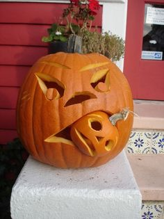 It's pumpkin carving time! Halloween and Jack o Lantern patterns go together like Boris and Karloff! Here are the pumpkin carving templates you might find goulishly handy! Halloween Food For Party, Easy Halloween, Halloween Pumpkins, Halloween Crafts, Halloween Decorations, Halloween Mantel, Dollar Store Halloween, Halloween Cupcakes, Halloween Lighting