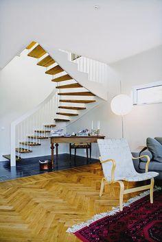 Bildresultat för öppen trappa mitt i huset