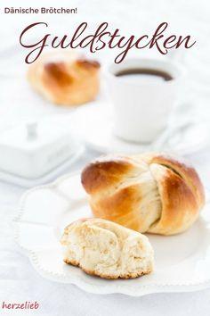 Brot Rezepte: Rezept für dänische Brötchen, die mit Kondensmilch zubereitet werden von herzelieb. Ein Stück Dänemark zum Frühstück! #brot #brötchen #rezept #dänemark #rezept  #deutsch