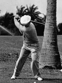 Golf Clubs Vintage Premium Photographic Print: Golfer Ben Hogan, Demonstrating His Golf Drive by J. Best Golf Clubs, Best Golf Courses, Golf 7 R, Play Golf, Disc Golf, Golf Drivers, Golf Instruction, Golf Exercises, Golf Player