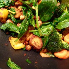 preparing a spinach coco curry! happy meatfree monday