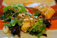 Невыразимая легкость кулинарного бытия...: Салат с яблоками и тыквенными семечками