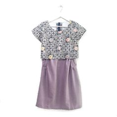 Verona 001  IDR 535.000  Hand-stamped Contemporary Batik Crop-Top Flare Dress with side pockets  Length of dress : approx. 93 cm  Material Used: Hand Stamped Batik, Cotton / Soft Linen Fabric  Standard Zipper Length (50-55cm) at the back