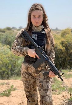 Amazing WTF Facts: Military Girls Wallpaper - Women in the Military Photo - Girls and Guns - Tactical Girls Mädchen In Uniform, Army Pics, Warrior Girl, Warrior Women, Shooting Guns, Shooting Targets, Military Women, Military Female, Military Girl