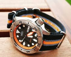 Starting the new month with my modified SKX that I did a couple of years ago. New handset, double dome sapphire, oversize crown, chapter… Trendy Watches, Latest Watches, Fine Watches, Cool Watches, Watches For Men, Seiko Skx007 Mod, Seiko Mod, Big Ben, Expensive Watches