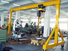 4 ton gantry crane is a kind of small gantry crane. gantry crane is widely used in the warehouse, workshop and garage etc. Cranes For Sale, Crane Lift, Indoor Places, Crane Design, Gantry Crane, Adjustable Legs, Steel Structure, Working Area, Heavy Equipment