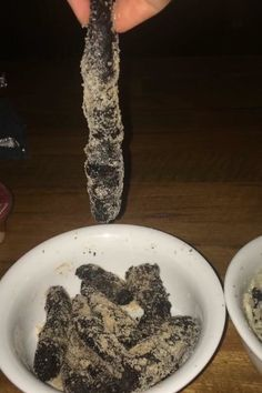 """""""My friend and I attempted to make Oreo churros. They ended up looking like cat poop rolled in sand. Oreo Churros, Cooking Fails, Pinterest Fails, Oatmeal, Rolls, Breakfast, Recipes, Food, Cats"""