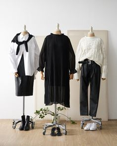 Kpop Fashion Outfits, Girls Fashion Clothes, Korean Outfits, Chic Outfits, Clothes Mannequin, Estilo Street, Clothing Photography, Fashion Capsule, Outfit Combinations
