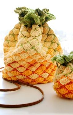 Pineapple crochet bag [pattern] - DIY exotic fruit fashion accessory - English and French