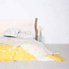 Gepunktete Tagesdecke, Sonnengelb / nice blanket with freckles, dotted, yellow, bedroom by nice nice nice via DaWanda.com