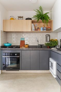58 Ideas Home Kitchen Living Room Subway Tiles Kitchen Interior, Kitchen Inspirations, Kitchen Flooring, Kitchen Remodel, Kitchen Dining Room, Home Kitchens, Kitchen Sets, Kitchen Living, Retro Kitchen Decor