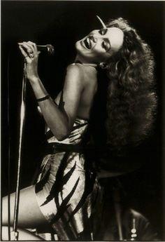 Jerry Hall singing at Studio 54