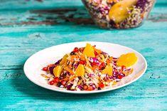 Σαλάτα λάχανο με ρόδι από την Αργυρώ Μπαρμπαρίγου! Salty Foods, Food Categories, Vegan Dishes, Superfoods, Food Art, Chili, Salads, Food And Drink, Soup
