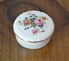 Very pretty trinket/pill box. White ceramic with pink roses. Trinket Boxes, Bone China, White Ceramics, Pink Roses, Gifts For Mom, Mothers, Dishes, Storage, Cake