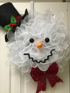 Frosty the Snowman deco mesh wreath by Twentycoats Wreath Creations (2015)