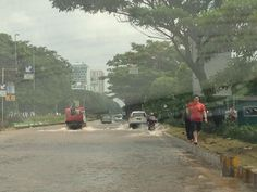 15.10 Kondisi banjir di exit TOL Kemayoran. via @TMCPoldaMetro  #infobanjirVIVA #JakartaBanjir