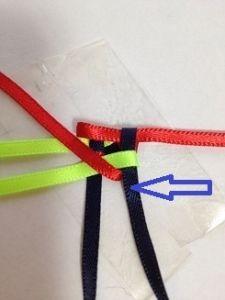 ハワイアンリボンレイ ヘキサグラムレシピ - アラフォーおばちゃんの憂さ晴らし Ribbon Lei, Diy Ribbon, Ribbon Crafts, Box Braids Tutorial, Graduation Leis, Woven Wrap, Weaving Patterns, Fabric Manipulation, Basket Weaving