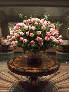 Floral Foam or Chicken Wire Floral Designs Stunning arrangement of pink roses. Hotel Flower Arrangements, Rosen Arrangements, Beautiful Flower Arrangements, Beautiful Flowers, Creative Flower Arrangements, Deco Floral, Floral Foam, Arte Floral, Hotel Flowers