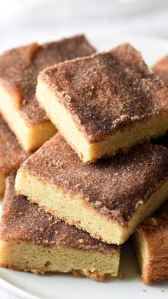 Belly Full These Chewy Snickerdoodle Cookie Bars are everyone's favorite snickerdoodle cookie in bar form. Chewy, buttery, and cinnamon-y. Good luck only eating one! Low Carb Brasil, Delicious Desserts, Yummy Food, Snicker Doodle Cookies, Cookie Bars, Bar Cookies, Savoury Cake, Desert Recipes, Dessert Bars